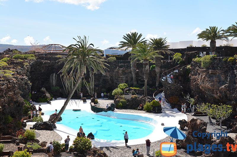 Piscine du Jameos del Agua à Lanzarote