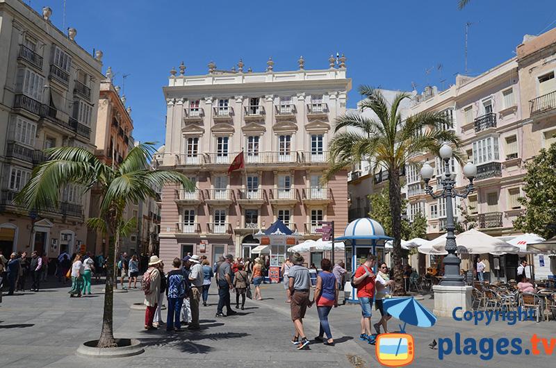 Place dans la vieille ville de Cadix