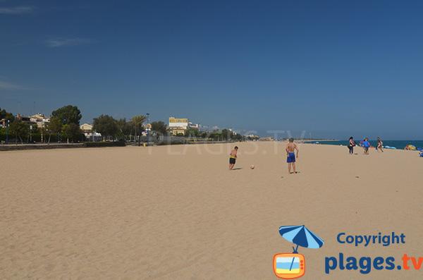 Vue sur Malgrat de Mar depuis la plage du Centre