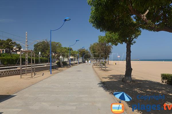 Promande piétonne à hauteur de la plage et de la voie ferrée - Malgrat de Mar