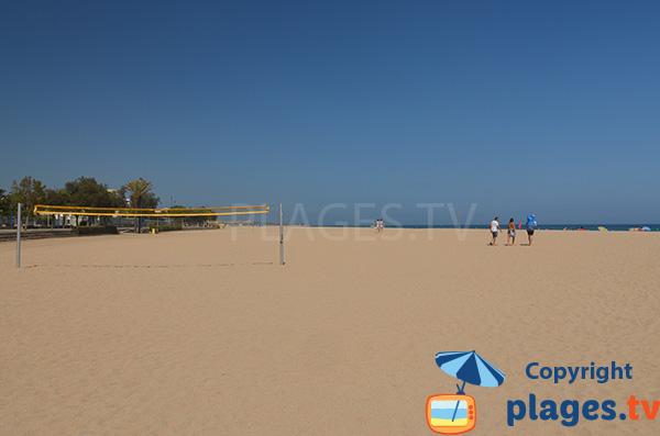 Terrain de beach volley sur la plage de Malgrat de Mar en Espagne