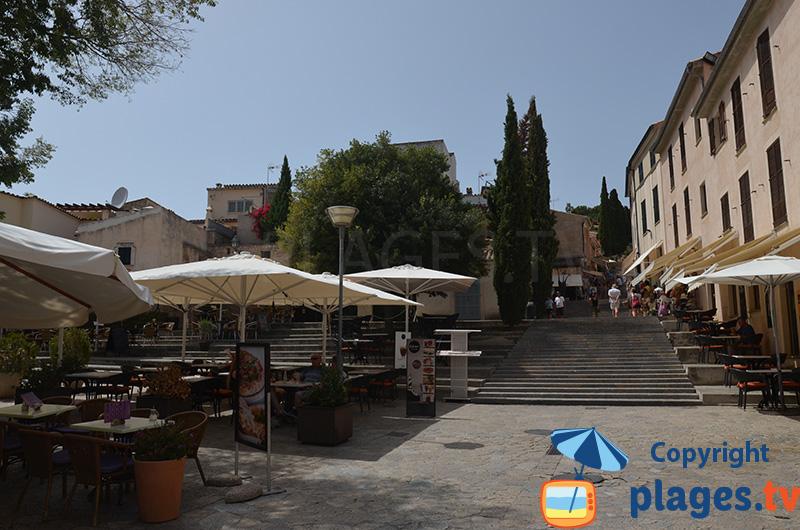 Place de Pollença au pied du calvaire