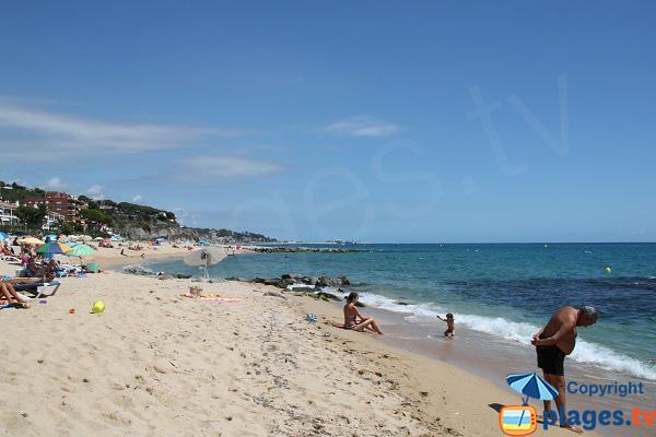 Belle plage de sable à Caldes d'Estrac