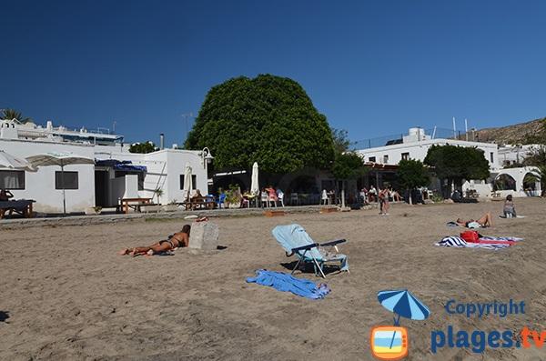 Ombre sur la plage Agua Amarga en Andalousie - Espagne