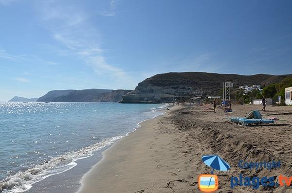 Falaises autour de la plage Agua Amarga - nord de l'Andalousie - Espagne