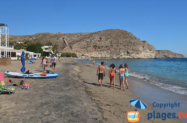 Belle plage à Agua Amarga en Andalousie - Espagne