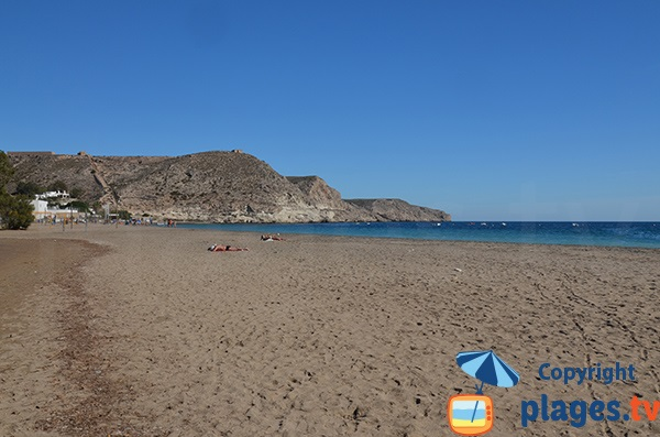 Photo de la plage Agua Amarga en Andalousie - Espagne