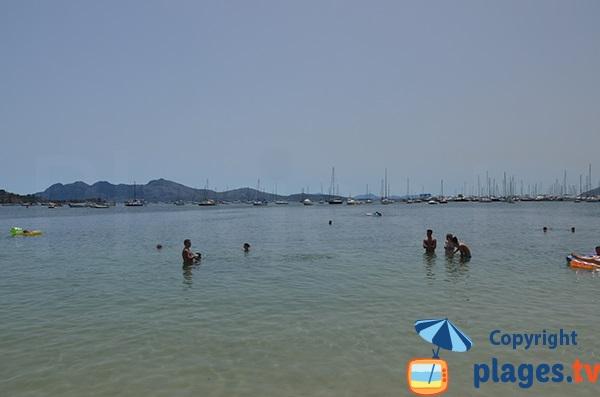 Baignade dans le centre ville de Port Pollença