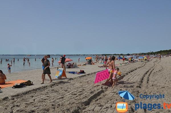 Photo de la plage d'Alcudia au niveau du centre-ville - Majorque