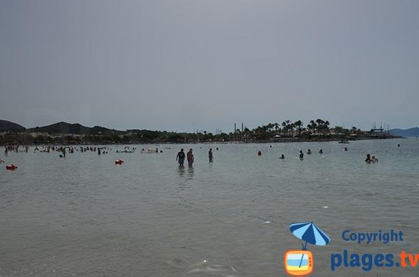 Vue sur le port d'Alcudia depuis la plage