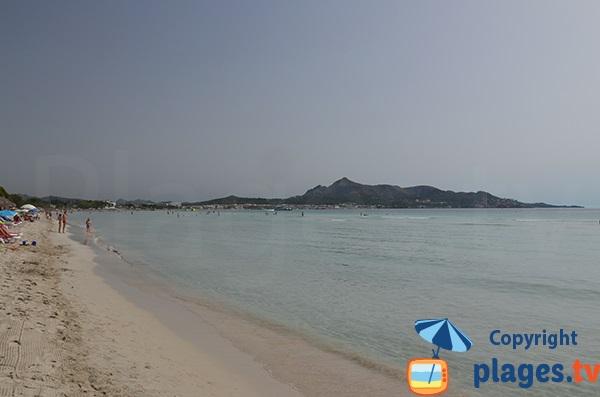 Plage Alcudia avec vue sur le cap des Pinar à Majorque - Baléares