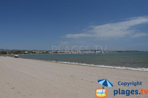 Vue sur l'Ampolla depuis la plage de l'Arenal