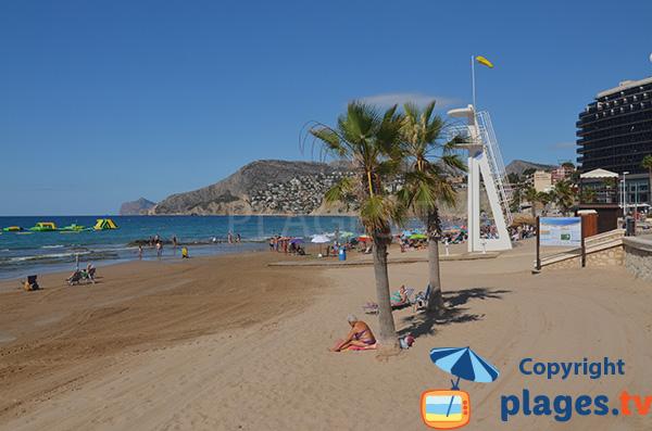 Photo de la plage d'Arenal Bol à Calp en Espagne