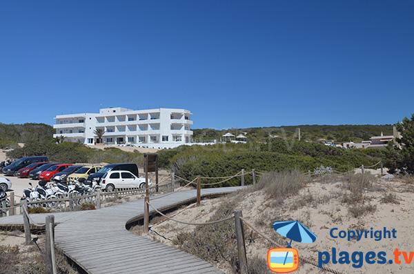 Parking de la plage Arenals à Playa Migjorn - Formentera