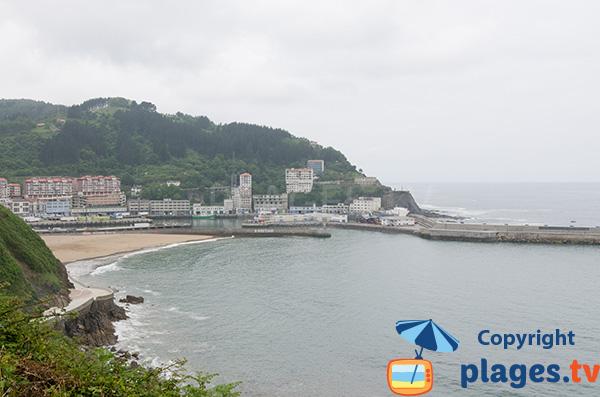 Photo de la plage d'Arrigorri à Ondarroa dans le pays basque espagnol