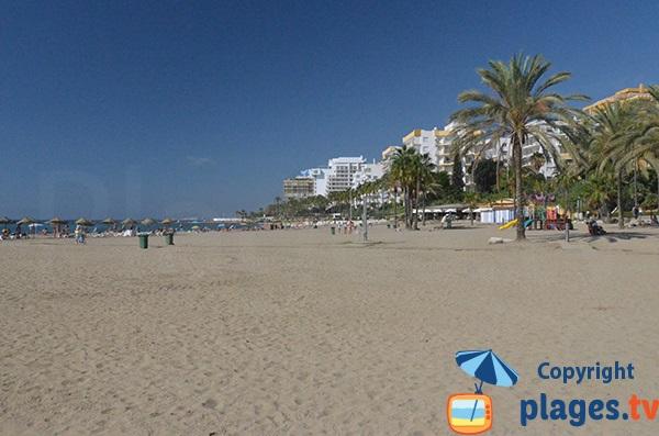 Aire de jeux sur la plage de Bajadilla à Marbella
