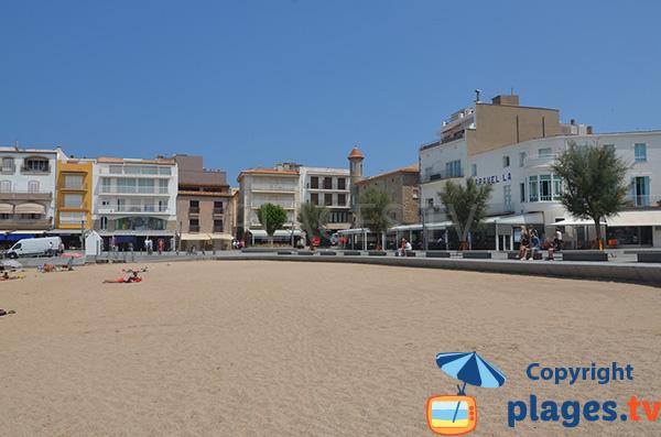 Place de la Sardina et plage de l'Escala