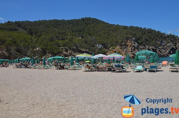 Location de matelas sur la plage de Benirras à proximité de Port Sant Miquel - Ibiza