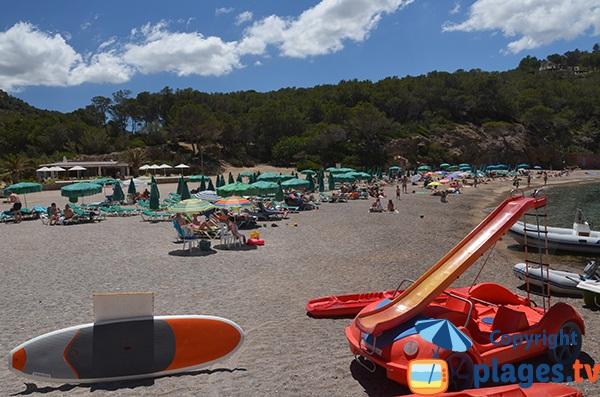 Pédalos sur la plage de Benirras
