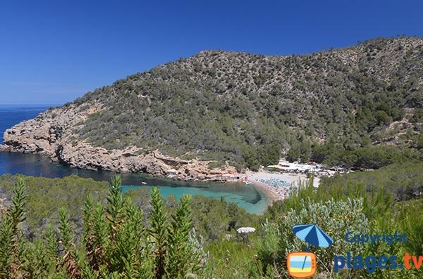 Photo de la plage de Benirras dans le nord d'Ibiza