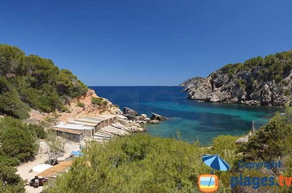 Baie de la plage d'En Serra dans le nord d'Ibiza