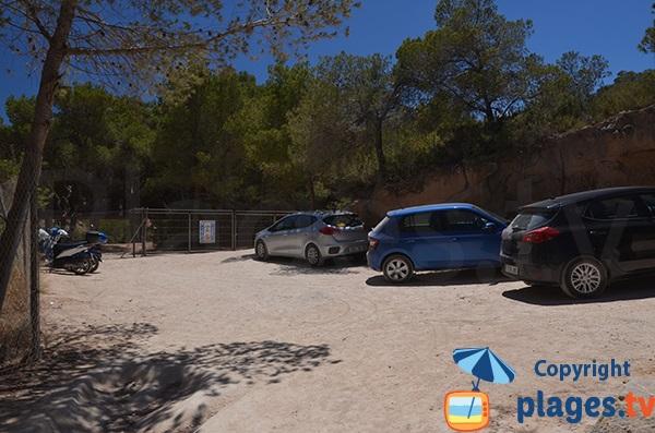 Parking de la plage d'En Cala à Ibiza