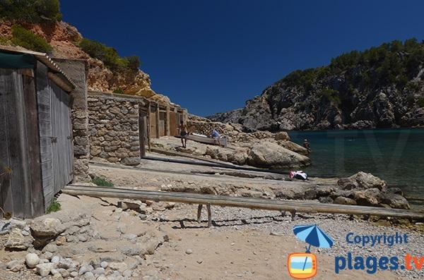 Abris à bateaux à Cala d'En Serra - Ibiza