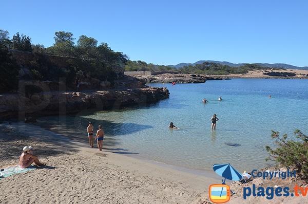 Plage avec peu de profondeurs à Sant Antoni - Ibiza