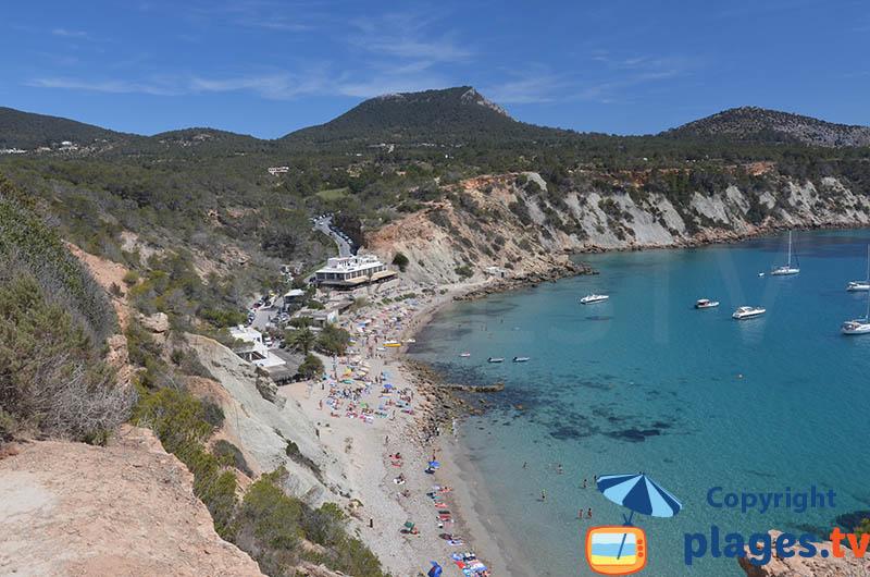 Plage dans la Cala Hort dans le sud d'Ibiza
