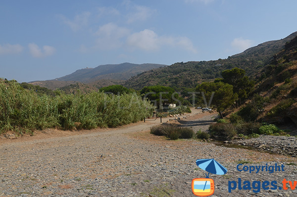 Accès à la plage de Cala Joncols à Roses en Espagne