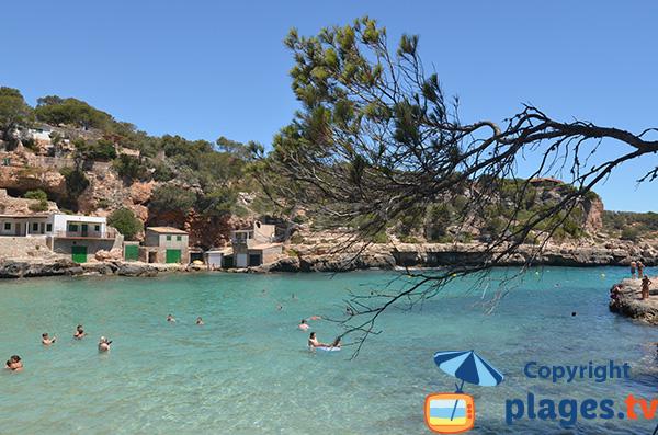 Maisons de pêcheurs dans la calanque de Llombards à Majorque