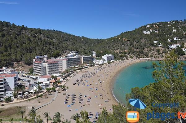 Plage dans la Cala Sant Vicent à Ibiza