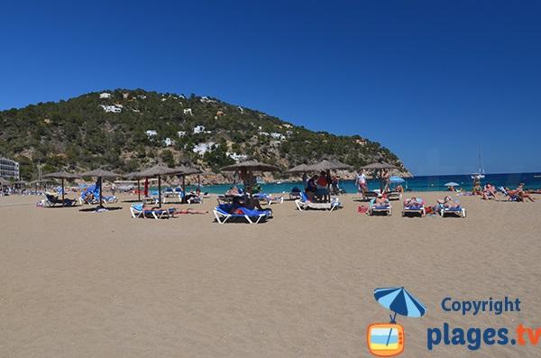 Location de matelas sur la plage de Sant Vicent à Ibiza