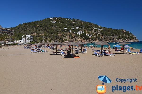 Belle plage dans le nord d'Ibiza
