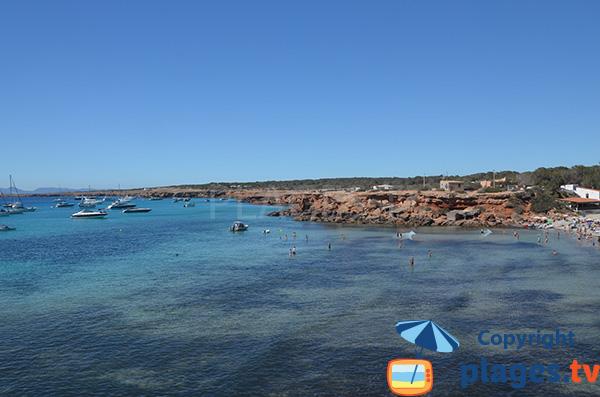 Rochers autour de la Cala Saona à Formentera