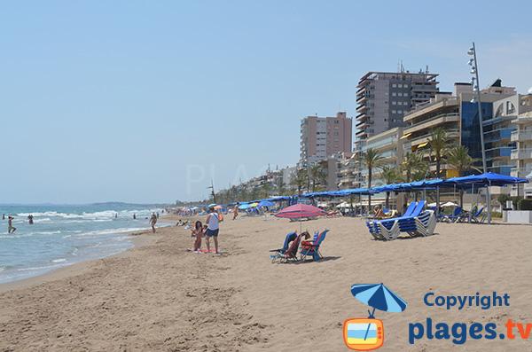 Grande plage de Calafell en Espagne