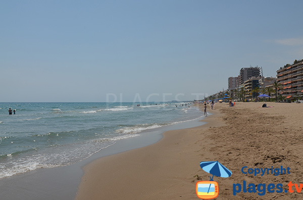 Baignade sur la plage de Calafell - Espagne