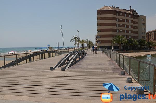 Canal sur le bord de mer de Calafell - Espagne