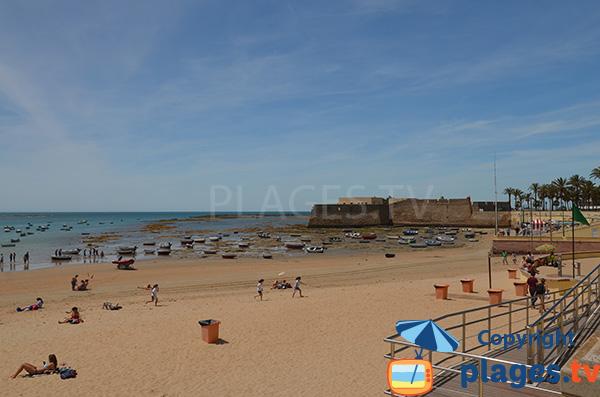 Port de pêche sur la plage de la Caleta - Cadix