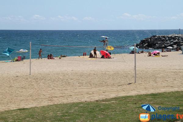 Beach volley sur la plage d'El Callao à Mataro