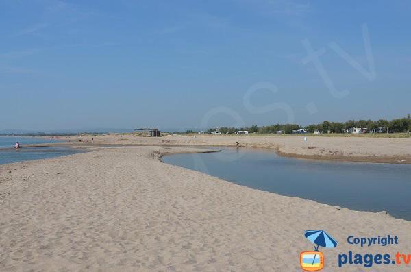 Accès à la plage de Can Comes à Empuriabrava