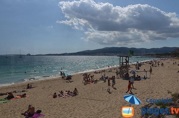 Plage surveillée à proximité du centre de Palma de Majorque