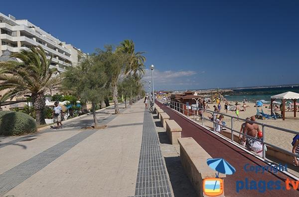 Promenade piétonne le long de la plage de Portixol - Palma de Majorque