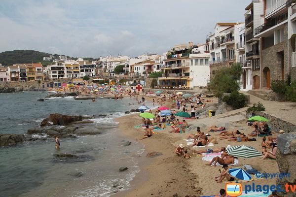 Plage de Canadell et maisons de pêcheurs de Calella de Palafrugell