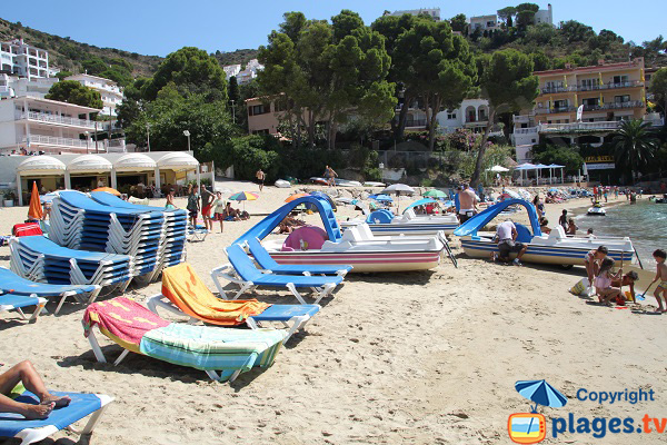 Pedal boats rental in Roses on the beach of Canyeles