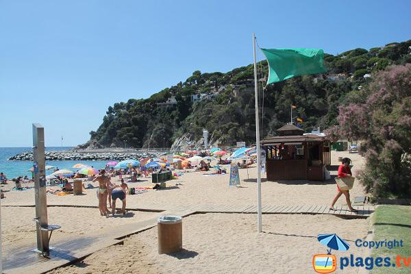 Equipements de la plage de Canyelles à Lloret de Mar - Espagne