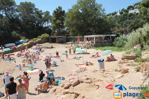 Paillote sur la plage de Canyerets à Sant Feliu de Guíxols