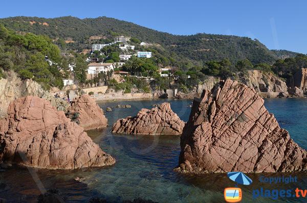 Rochers autour de la plage de Canyet en Espagne