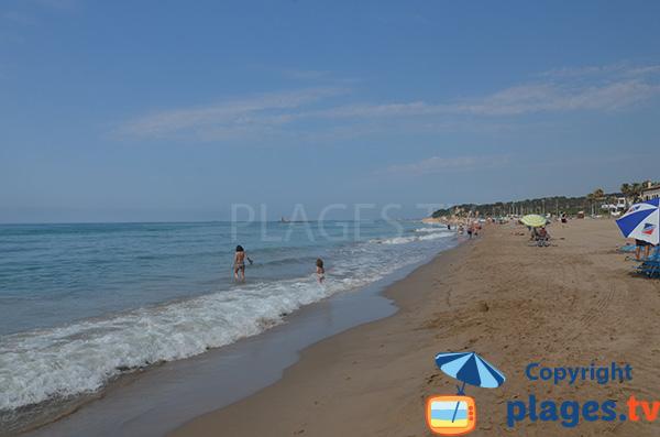 Grande plage de sable à Altafulla