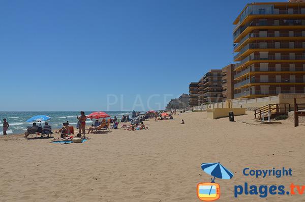 Photo de la plage dans le centre d'Arenals del Sol - Espagne